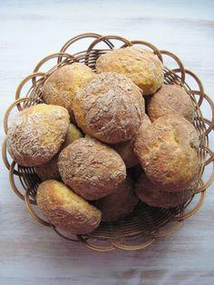 Porkkanasämpylät Tasty, Yummy Food, Muffin, Bread, Dishes, Baking, Breakfast, Drinks, Delicious Food