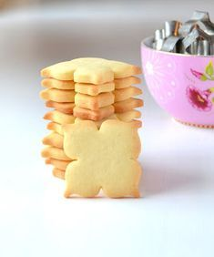 Fantasiapipari resepti Candy Cookies, No Bake Cookies, Lollipop Candy, Sweet Pastries, Cake Pops, Cookie Recipes, Gingerbread, Biscuits, Food And Drink