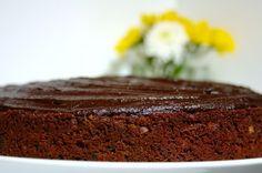 Bolo de chocolate e courgette com avelãs