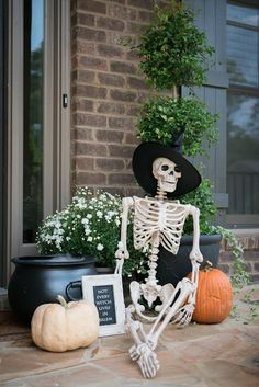 Farmhouse Halloween, Halloween Porch, Halloween Home Decor, Outdoor Halloween, Diy Halloween Decorations, Holidays Halloween, Spooky Halloween, Halloween Crafts, Halloween Dinner