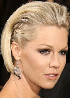 faux hawk inspiration Formal Hairstyles For Short Hair, Very Short Hair, Bride Hairstyles, Trendy Hairstyles, Short Hair Cuts, Hairstyles Videos, Ponytail Hairstyles, Hair Styles 2014, Medium Hair Styles