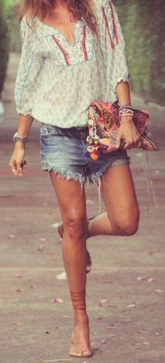 Give me that outfit! Hippie Style, Mode Hippie, Gypsy Style, Bohemian Style, Boho Gypsy, Ibiza Fashion, Look Fashion, Gypsy Fashion, Mode Shorts