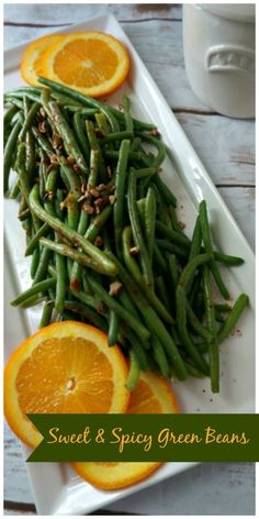 Sweet and Spicy Green Beans: Crisp green beans are tossed with a sweet and spicy pan sauce and topped with crunchy pecans, for a side dish that is easy enough for a weeknight meal but elegant enough for entertaining. Best Side Dishes, Side Dish Recipes, Veggie Recipes, Paleo Recipes, Real Food Recipes, Veggie Meals, Delicious Recipes, Main Dishes, Yummy Food