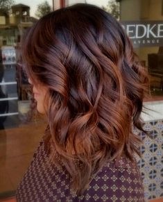 From unicorn tresses to ombre and balayage, vibrant hair. From unicorn tresses to ombre and balayage, vibrant hair shades have truly - Fall Hair Color For Brunettes, Fall Hair Colors, Cool Hair Color, Darker Hair Color Ideas, Hair Color For Brown Eyes, 2018 Hair Color Trends, Hair Trends, Langer Bob, Brunette Color
