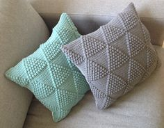 Bubble triangle pillows. Free pattern in Danish