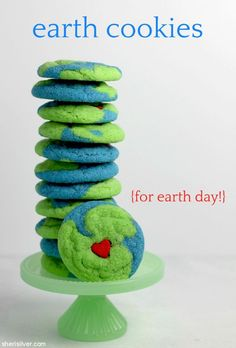 "cookie jar: ""earth cookies"" for earth day! Cute Snacks, Cute Desserts, Homemade Desserts, Cute Food, Blue Candy, Green Food Coloring, Crinkle Cookies, Cookies For Kids, Bake Sale"