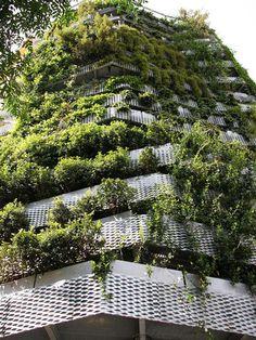 Fachada de edifício com plantas
