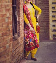 Punjabi Fashion, Indian Bridal Fashion, India Fashion, Suit Fashion, Punjabi Dress, Pakistani Dresses, Indian Dresses, Indian Outfits, Designer Punjabi Suits