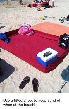 Beach Towel Trick That Will Keep The Sand Out! So Smart!!!