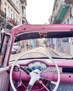 Genau das Richtige bei dem Wetter☀️ Wer kommt mit auf eine Spritztour? 💕  #summer #vintage #boxstories #sounique #pink #love #regram @ohhcouture