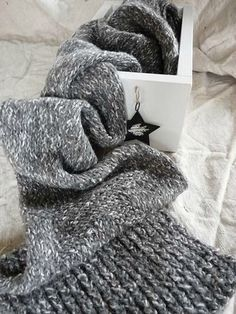 grey knitted scarf ♥