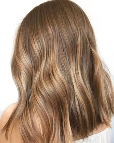 Long Wavy Ash-Brown Balayage - 20 Light Brown Hair Color Ideas for Your New Look - The Trending Hairstyle Brown Hair Balayage, Brown Hair With Highlights, Hair Color Balayage, Brown Hair Colors, Blonde Color, Ombre Hair, Lightest Brown Hair Color, Hair Colour, Bayalage Light Brown Hair