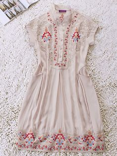 Ivory Vintage Floral Dress >> This is so pretty!