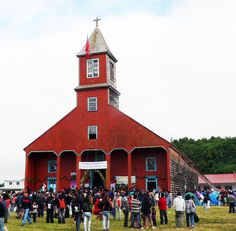 The Church of Caguach, Chile. I think this is the only red church I've ever seen. (Wood that's painted red, I mean. I'm not counting red brick churches. Monuments, Church Pictures, Easter Island, Old Churches, Church Building, Top Place, Place Of Worship, End Of The World, Kirchen