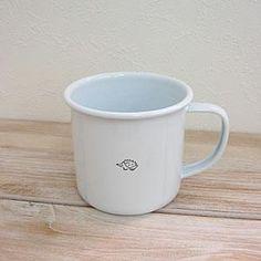 Une tasse minimaliste, c'est le moins qu'on puisse dire! Astuce: Utilisez la technique du Zendoodle pour peindre de si petites illustrations aux traits fins.