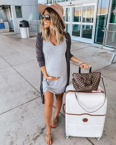 "43 Cozy Pregnancy Outfits Ideas For This Spring To Try Asap - There may be a tussle going on in your mind- ""After all, it is only a matter of a few months. And I may never use those clothes again. Do I really nee. Casual Maternity Outfits, Stylish Maternity, Maternity Wear, Maternity Style, Maternity Looks, Cute Pregnancy Outfits, Pre Pregnancy, Maternity Clothing, Casual Outfits"