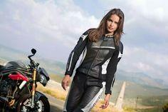 Held Debbie 2 Motorcycle Girls, Motorcycle Gear, Motorcycle Accessories, Lady Biker, Biker Girl, Car Girls, Sport Bikes, Bikers, Latex
