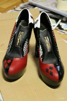 Harley Quinn Heels by georgiemad. Harley Quinn Disfraz, Harley Quinn Cosplay, Joker And Harley Quinn, Crazy Shoes, Me Too Shoes, Dream Shoes, Harley Quenn, Univers Dc, Piercing