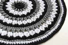 Virkattu 90cm matto (ontelokude musta, valkoinen,harmaa)