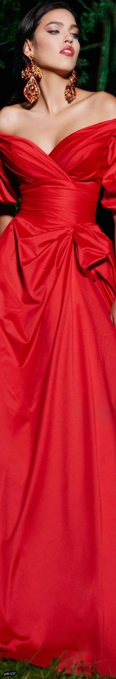 Red Fashion, Fashion 2018, Couture Fashion, Mode Glamour, Black Tie Affair, Simply Red, Shades Of Red, Lady In Red, Evening Gowns