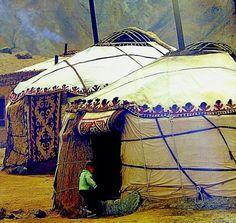 yourtes, habitat traditionnel de l'Asie centrale, tente