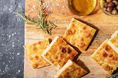 Αυθεντική, Χειροποίητη Φοκάτσια με εύκολη συνταγή | in.gr Focaccia Recipe, Potato Flour, Great Pizza, Cheese Cloth, Balsamic Vinegar, Italian Recipes, Food Print, Olive Oil, Kitchens
