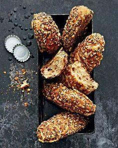 Rezept Kernige Bierstangen Backbuch Teubner Brot 2016 Gräfe & Unzer Quellstück Teigruhe Stückgare Backen Gewürz-Käse-Mischung Hauptteig Emmentaler Sesam