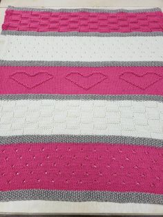 Knit Baby Blanket Pattern, Heart Baby Blanket Pattern, Easy Knitting Pattern by Deborah O'Leary - Baby Decke Sitricken Baby Blanket Size, Baby Blanket Crochet, Crochet Baby, Loom Knitting Blanket, Baby Knitting, Easy Knitting Patterns, Knitted Baby Blankets, Blog, Things To Sell