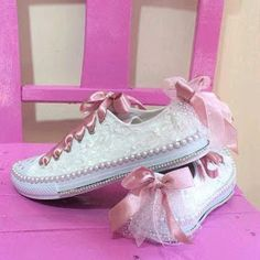 ^ For a casual wedding, prom or just because you like to wear some pretty, check this out. You could even start small with some pretty ribbon laces. Don't forget, you've got the style to pull this off! Bling Converse, Bling Shoes, Prom Shoes, Converse Tenis, Wedding Sneakers, Wedding Converse, Bridal Shoes, Wedding Shoes, Quinceanera Shoes