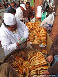 The La Paz bread lady. Photo from Bolivia. See photos from South America. Street Food Market, Street Vendor, Latin America, South America, Bolivia Travel, Bolivia Food, World Street, Lake Titicaca, International Recipes