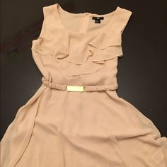 H&M Dress Beautiful H&M Dress! Beige off white color. In a very good condition. Size 6. Only worn once or twice maximum. Really beautiful cute dress. Feel free to submit an offer.  IF YOU LIKE ANYTHING ELSE IN MY CLOSET I CAN BUNDLE FOR A GOOD DISCOUNT!!! Thank you. ☺️ H&M Dresses Midi