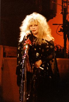 Stevie Nicks Style Is Bohemian Cool At Its Finest (PHOTOS)  1989
