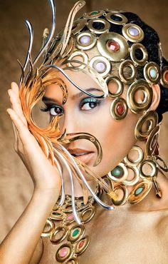 Taís Araújo, a nova 'golden girl' do concurso de design de joias da mineradora sul-africana AngloGold Ashanti.