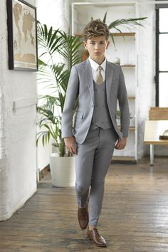 Boys grey wedding suit Meet Ford, the super skinny five-piece suit by Paisley of London. Featuring jacket, waistcoat and trousers, in contemporary slate grey, available from. Kids Wedding Suits, Wedding Outfit For Boys, Grey Suit Wedding, Boys Dress Outfits, Outfits Niños, Baby Boy Outfits, Costumes Gris Clair, Costume Gris, Cute Teenage Boys