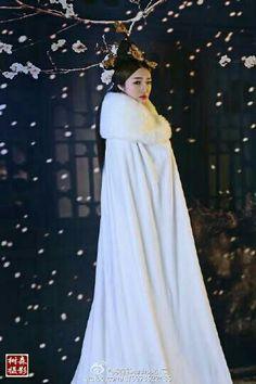 Oriental Fashion, Asian Fashion, Asian Hair Pin, Royal Dresses, Fantasy Dress, Chinese Clothing, Hanfu, Beautiful Asian Girls, Traditional Dresses