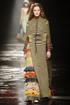 The complete Missoni Fall 2018 Ready-to-Wear fashion show now on Vogue Runway.