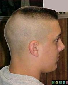 buzzcut barbershop long hair and lack of hair. willingly or forcefully and everything else that interests me Very Short Haircuts, Summer Haircuts, Haircuts For Men, Military Haircuts, Men's Haircuts, Shaved Sides, Shaved Head, Receding Hairline Styles, Short Hair Cuts