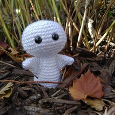 Mi vida que ternura, pero no da miedo!!...Little ghostie amigurimi pattern by The Itsy Bitsy Spider