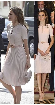Elegant dress worn by Queen Letizia of Spain 🇪🇸 Classy Outfits, Chic Outfits, Dress Outfits, Fashion Dresses, Elegant Dresses, Vintage Dresses, Casual Dresses, Formal Dresses, Blouse Dress