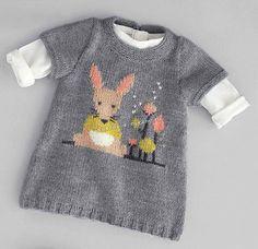 Платье для девочки спицами Baby Cardigan, Knit Baby Dress, Knitting For Kids, Baby Knitting Patterns, Knitted Coat Pattern, Crochet Baby, Knit Crochet, Knitted Jackets Women, Hood Pattern