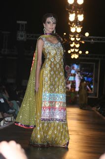 Bridal Mehndi Dresses in Pakistan 2012 | Beautifull and Latest Mehndi Design | Dresses Design for Gilrs 2012-2013 Collection