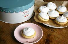 Vegan lemon meringue pies Lemon Meringue Pie, Aquafaba, Vegan Recipes, Vegetarian, Cooking, Cake, Tableware, Kitchen, Food