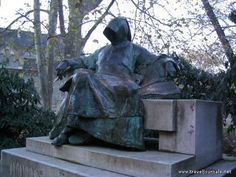 They say that touching the pen of the statue of the anonymous poet will make you a better writer... do you agree?