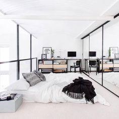 Moderne slaapkamer met zwart plaid - bekijk en koop de producten van dit beeld op shopinstijl.nl