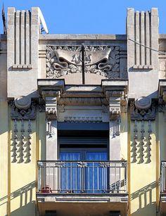 Barcelona - Balmes 156 b 1 by Arnim Schulz Beautiful Architecture, Architecture Details, Art Nouveau, Art Deco, Barcelona Spain, Doorway, Exterior Paint, Windows, Balconies