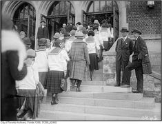 To celebrate back to school and the end of the summer, I put together a vintage gallery of School Students in Toronto from 1900 - Vintage School, Street Look, Vintage Photographs, Montreal, Ontario, Back To School, Toronto, The Past, College