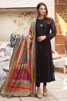 Black Pakistani Dress, Pakistani Dress Design, Pakistani Dresses, Indian Dresses, Indian Outfits, Indian Clothes, Stylish Dresses, Simple Dresses, Casual Dresses For Women