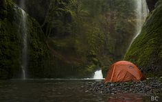 Happy Campers Make Your Next Camping Trip A Success With These Tips. During a camping trip, you typically do not have access to a kitchen, heating or air conditioning. Camping Spots, Camping Life, Camping Hacks, Camping Ideas, Camping Uk, Camping Essentials, Oh The Places You'll Go, Places To Travel, Places To Visit