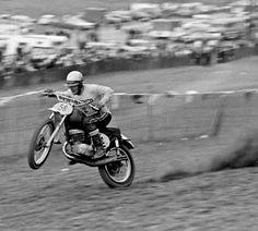 Vintage Bikes, Vintage Motorcycles, Enduro Motocross, Old Scool, Machine Photo, Vintage Motocross, Funny Dog Memes, Old Bikes, Dirtbikes
