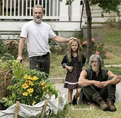 Uncle Daryl has aged just like daddy Walking Dead Tv Series, Walking Dead Funny, Walking Dead Season, Fear The Walking Dead, Judith Grimes, Carl Grimes, Norman Reedus, Twd Memes, Daryl Dixon
